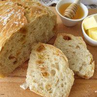 לחם ללא לישה עם צימוקים