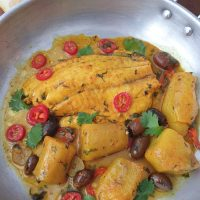 דג עם ארטישוק ירושלמי וזיתים